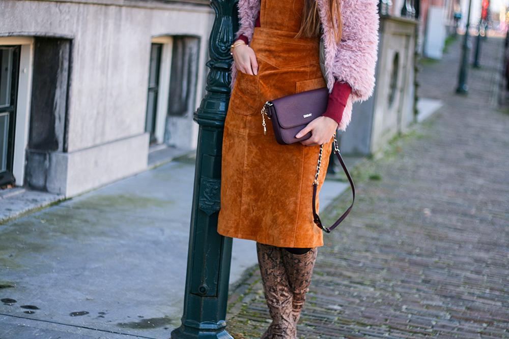 autumn-colours-suede-pinafore-dungaree-dress-asos-colmar-faux-fur-fashion-blogger-outfit-2