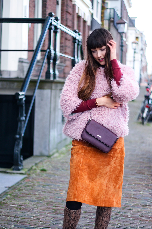 autumn-colours-suede-pinafore-dungaree-dress-asos-colmar-faux-fur-fashion-blogger-outfit-8