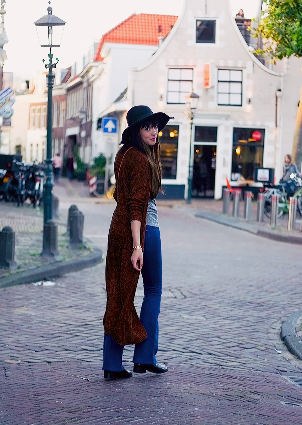 autumn-knits-seventies-fashion-blogger-celez-amsterdam-outfit-2