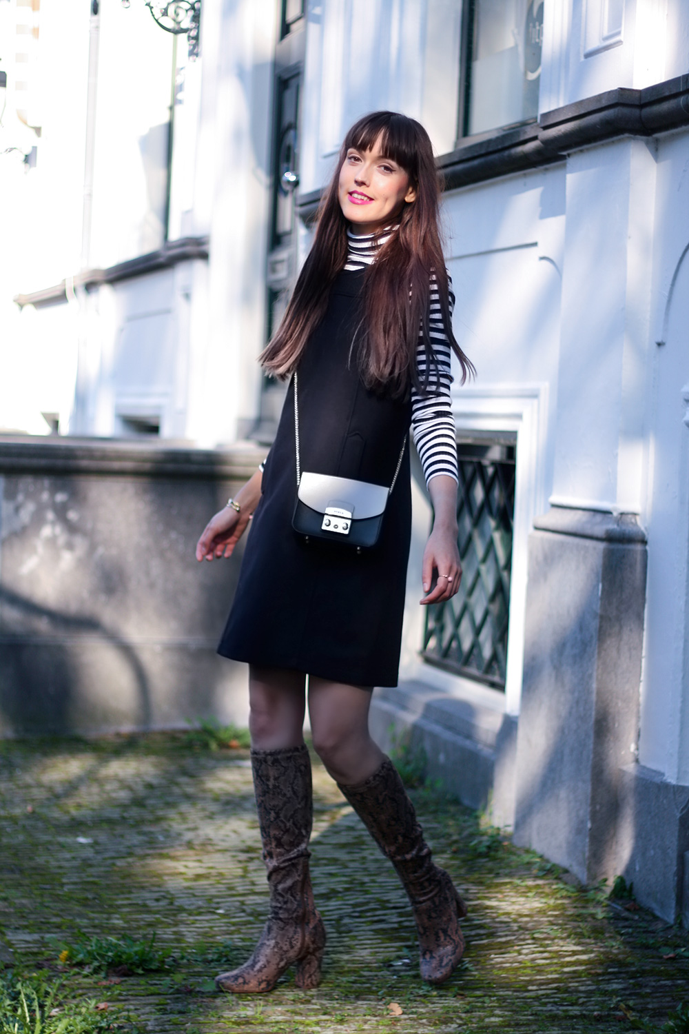 sixties-fashion-armor-lux-pinafore-dress-lipsy-striped-turleneck-fashion-blogger-outfit-5