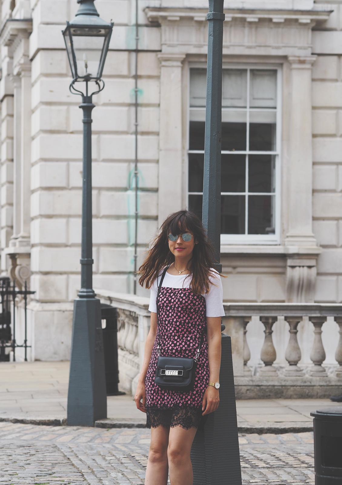 topshop-floral-dress-converse-shoes-proenza-schouler-ps-11-bag-summer-outfit-4
